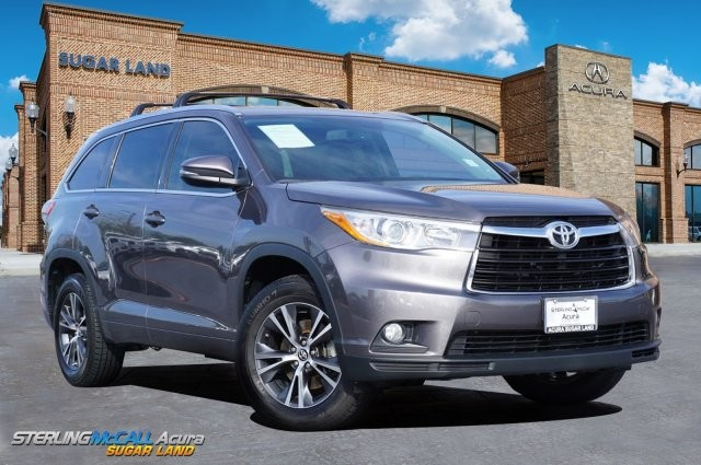 Used 2016 Toyota Highlander XLE *** NAVIGATION *** SUNROOF ***